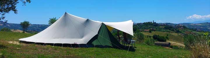 Tent op de Villa Bussola heuvel