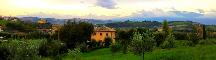 de mooie comfortabele appartementen van Villa Bussola in de regio Le Marche in Midden Italië zijn ideaal voor een heerlijke vakantie in een gezellige accommodatie. Of je nu een B&B bed and breakfast of een vakantiewoning of een vakantieappartement of een tentplaats op een minicamping, hier vind je het allemaal.