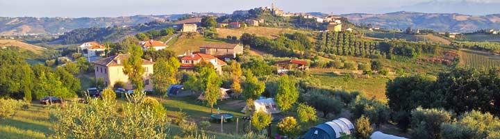 Uitzicht op Kleine camping Villa Bussola vanaf de heuvel