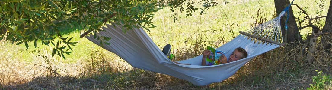 Kindvriendelijke vakantie accommodatie, agriturismo en kleine tenten camping in Le Marche, Italië. Huur je B&B kamer of je vakantie appartement (self-catering) of kom kamperen met je tent bij Villa Bussola.