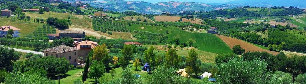 Kleine camping Villa Bussola in het glooiende landschap van Le Marche