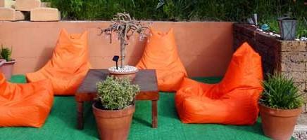 Tieners en grote kinderen vermaken zich goed in Le Marche, Italië tijdens de zomervakantie, herfstvakantie, voorjaarsvakantie, meivakantie, kerstvakantie bij Villa Bussola. Relax. Uitrusten. Vakantieaccommodaties Agriturismo en kleine camping Villa Bussola is een vakantieadres waar u uiterst gastvrij ontvangen wordt in een prachtige, rustige omgeving. Of u nu de voorkeur geeft aan kamperen met de tent, een B&B kamer of een self-catering vakantie appartement wilt huren, het kan allemaal op onze agriturismo in Le Marche, in midden Italië