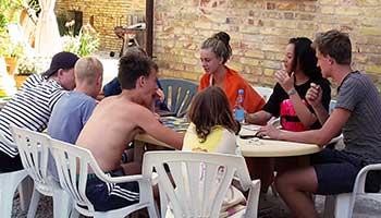 Tieners bij Villa Bussola