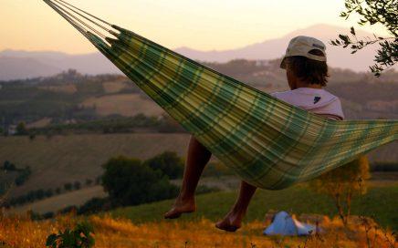 Zet je tent op de heuvel en geniet van het uitzicht datVakantieaccommodaties Agriturismo en kleine camping Villa Bussola biedt. Een vakantieadres in een prachtige, rustige omgeving met gastvrije Nederlandse & Italiaanse eigenaren. Je logeert op de mini camping met je eigen tent, of in een comfortabele B&B kamer of in een self-catering vakantie appartement. De regio Le Marche, in midden Italië is een rustige uitnodigende streek met veel cultuur, mooie natuur, goede betaalbare restaurant, mooie stranden en adembenemende vergezichten. Je bent van harte welkom.
