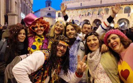 Carnaval in Italië, een totaal andere beleving Kindvriendelijke vakantie accommodatie, agriturismo en kleine tenten camping in Le Marche, Italië. Huur je B&B kamer of je vakantie appartement (self-catering) of kom kamperen met je tent bij Villa Bussola.
